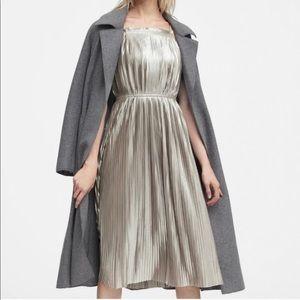 NWT- Women's metallic cocktail dress 👗